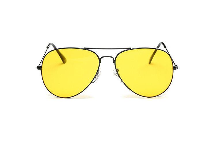 53f41e5e62 Γυαλιά ηλίου με μαύρο σκελετό και κίτρινο φακό