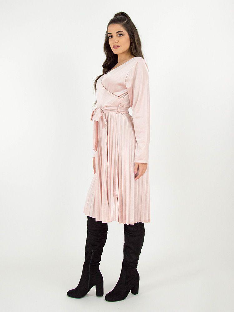 Κρουαζέ φόρεμα βελουτέ με πλισέ φούστα και η ζώνη μαύρο 6f0332fe00d
