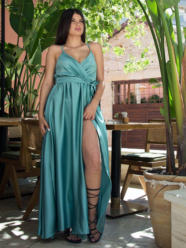 Σατέν φόρεμα γαλάζιο κρουαζέ με τιράντα και σκίσιμο